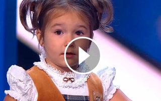 Это удивительная Белла! В 4 годика знает 7 языков