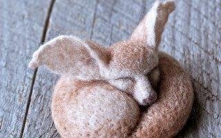 Тёплые и нежные игрушки из шерсти (30 фото)