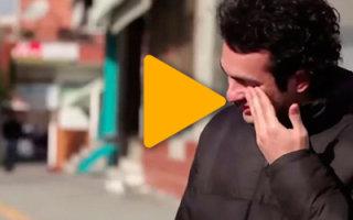 Люди тайно учили язык жестов, чтобы порадовать глухонемого соседа