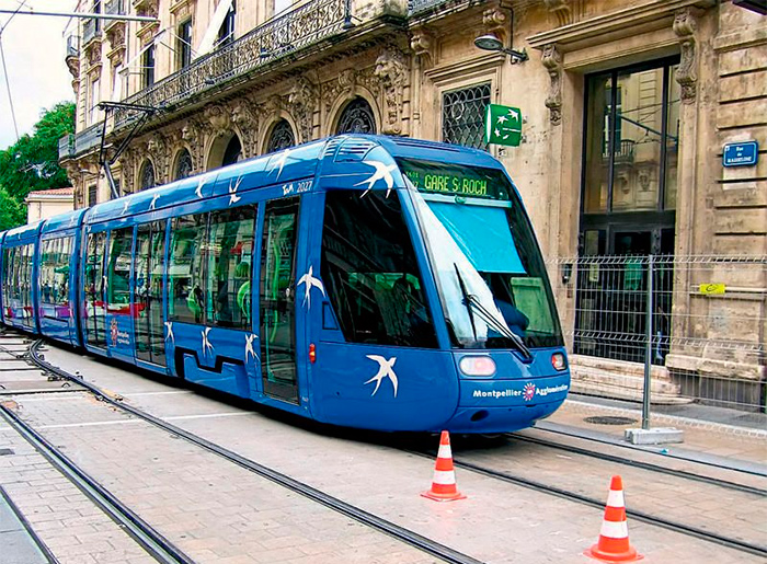 современный трамвай на электротяге