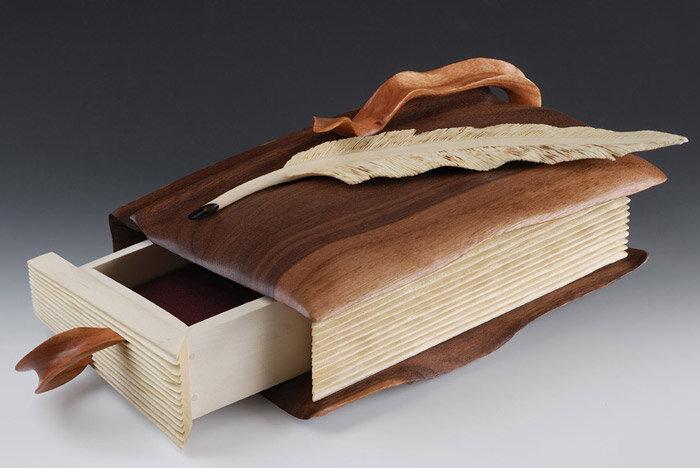 книга-шкатулка из дерева