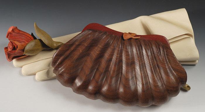 сумка и перчатки из дерева