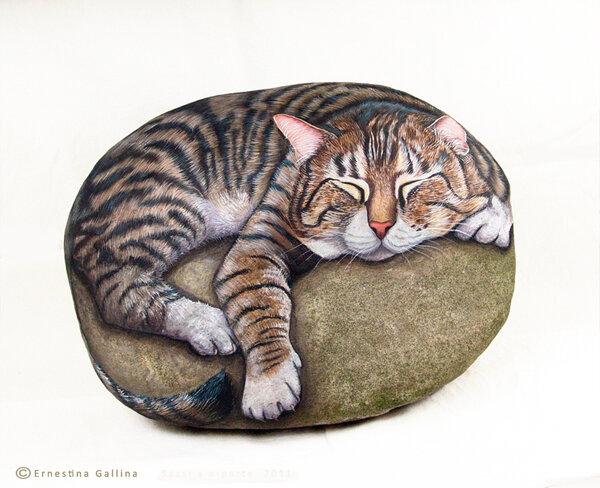 изображение кота на камне