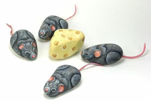 изображение мышей на камне