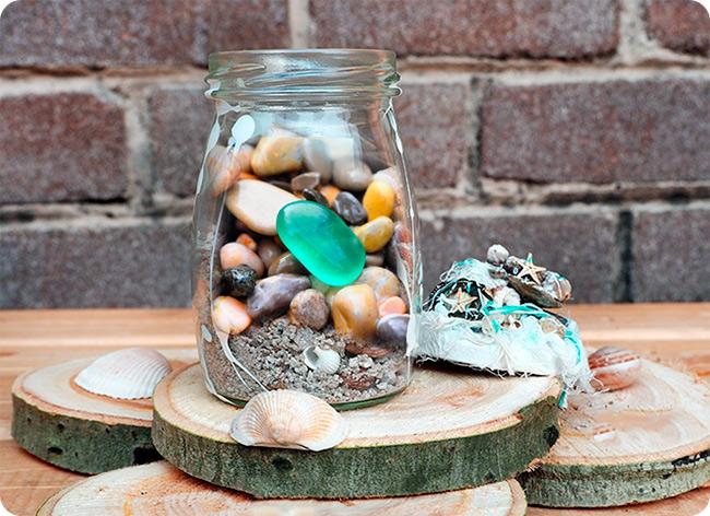 банка с камнями