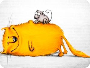мышка делает массаж коту