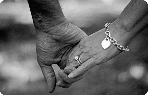 держаться за руку