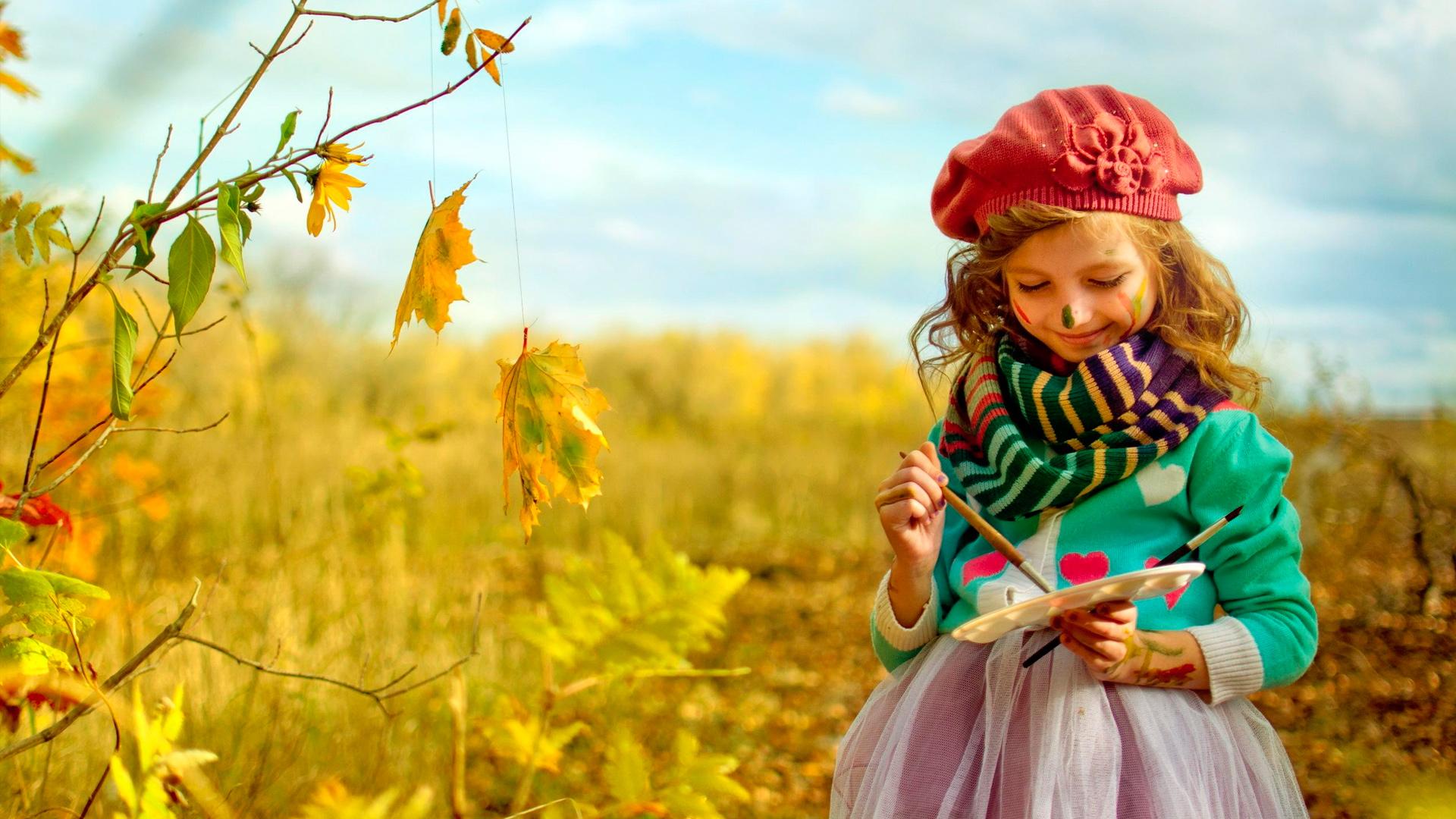 девочка с красками на природе