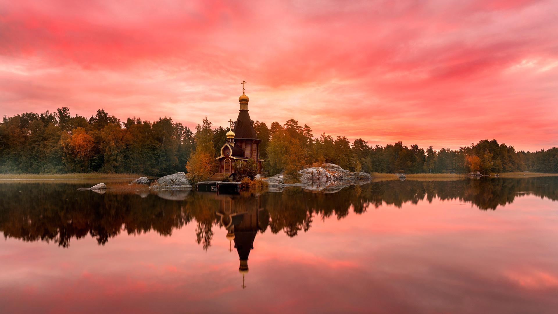 церковь в закате дня