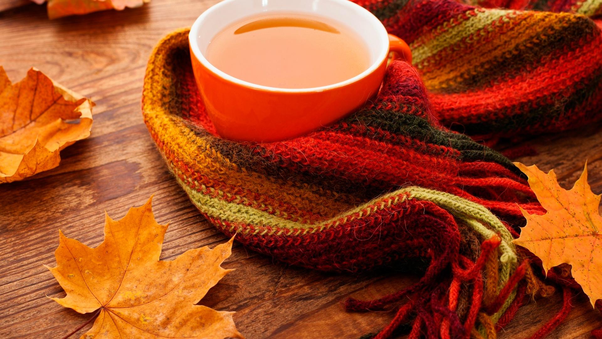чашка чая и шарф