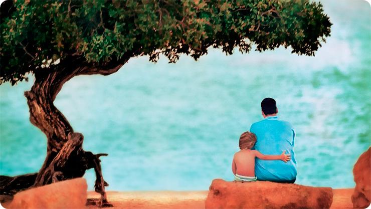 отец и сын около дерева