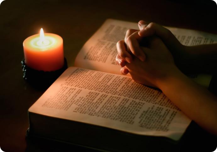 руки книга свеча