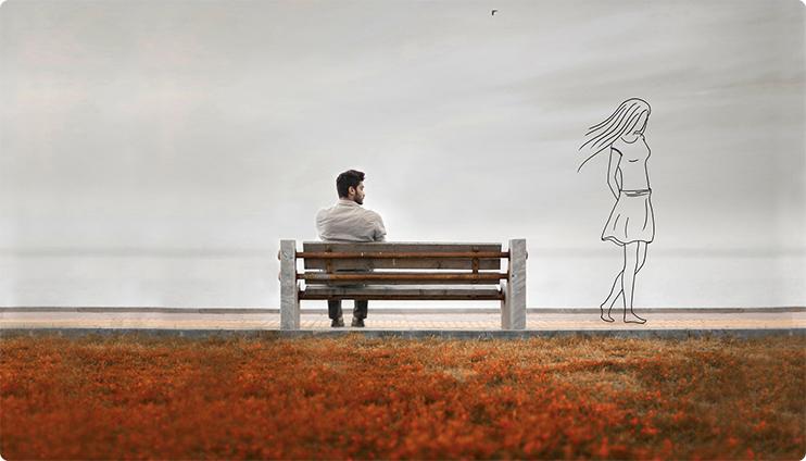 парень сидит на лавочке девушка уходит
