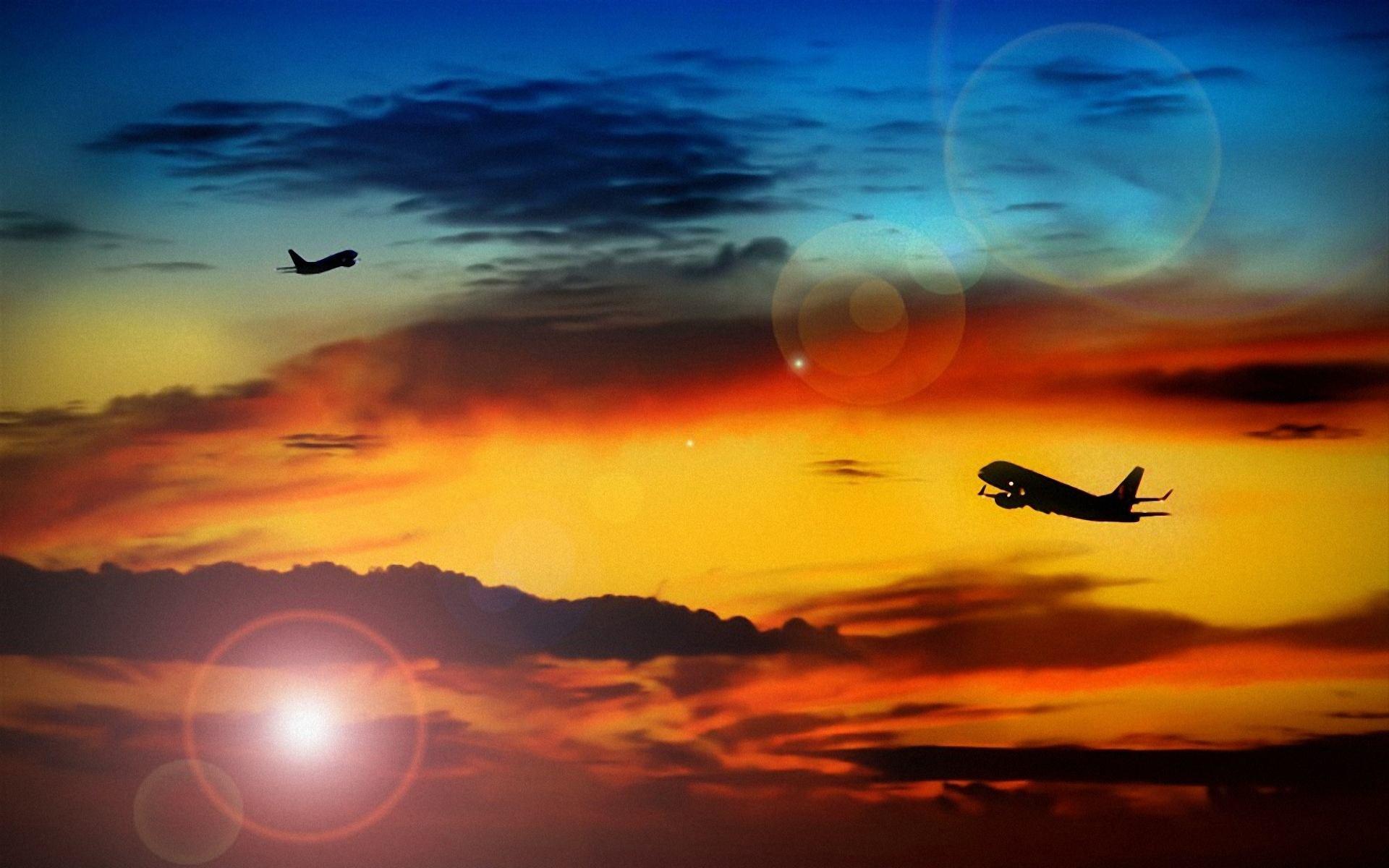 самолеты улетают в облаках