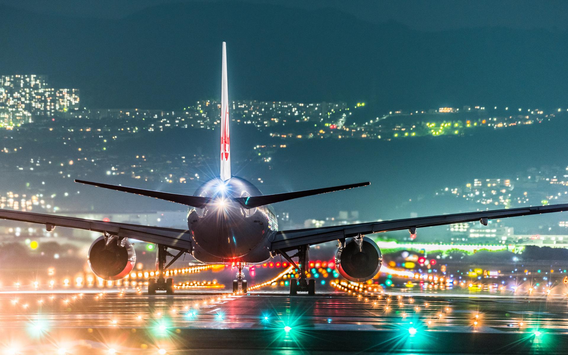 огни города и самолет
