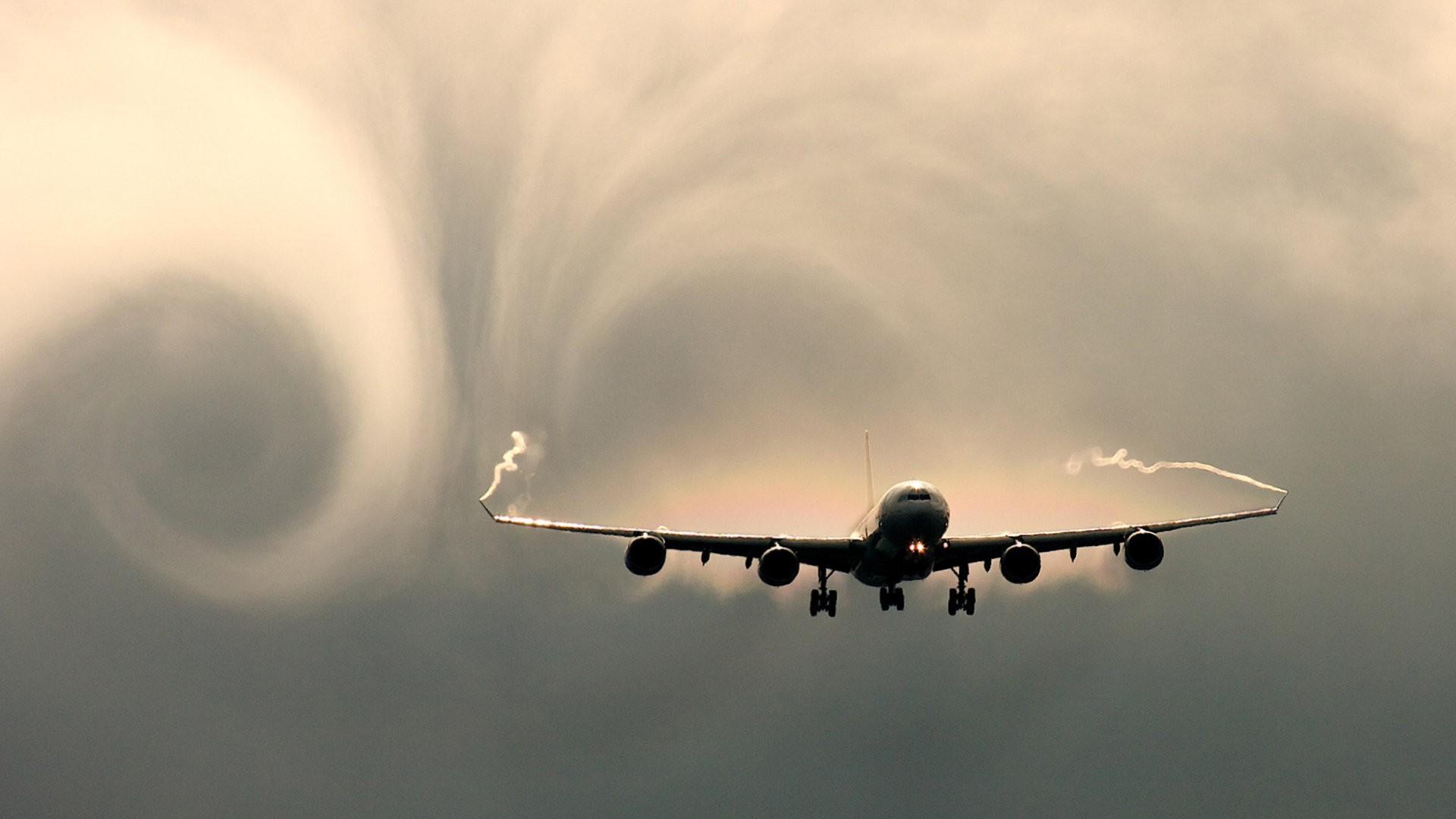 гражданский самолет в полете