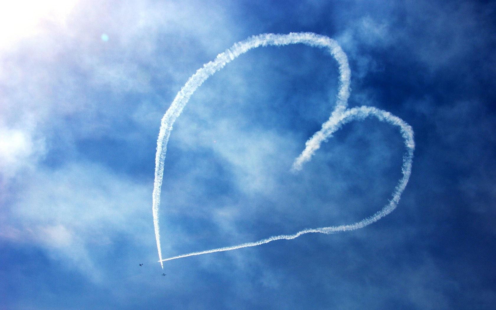 сердце в небе от самолетов