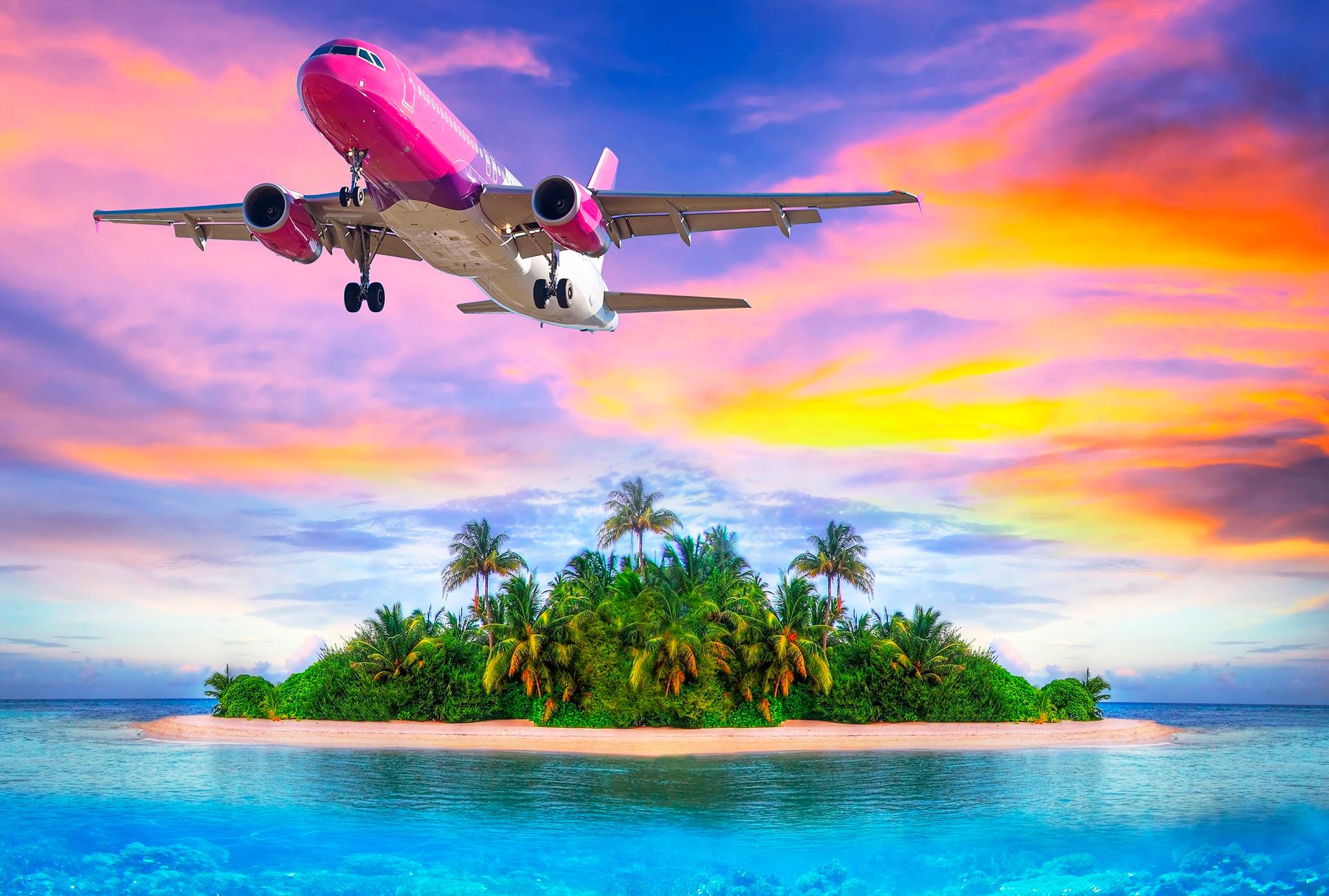 самолет летящий над островом