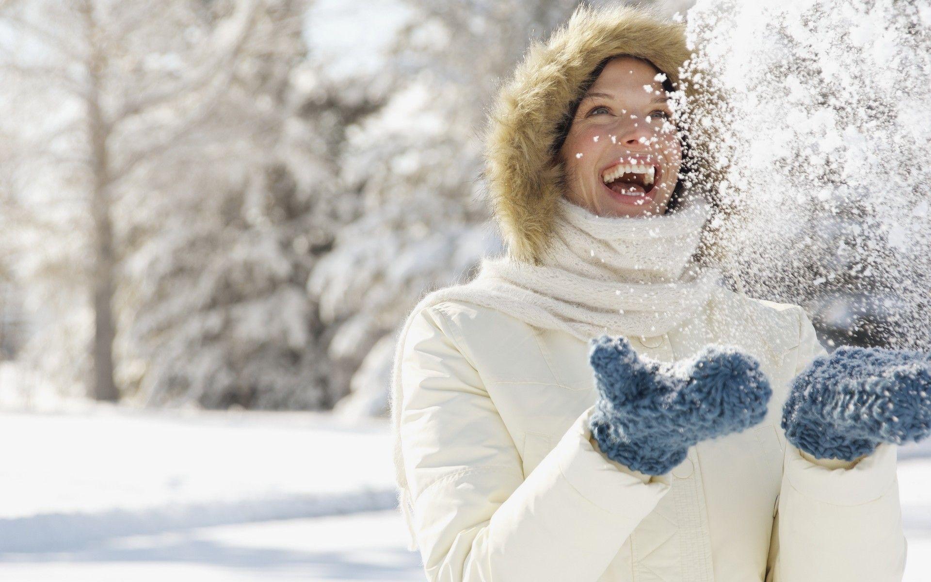 снег смех женщина