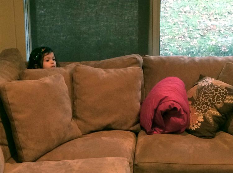 девочка впервые смотрит фильм ужасов