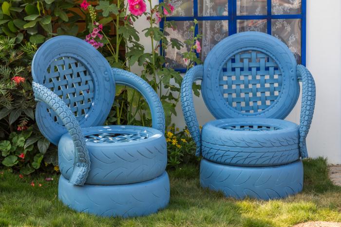 два кресла из шин