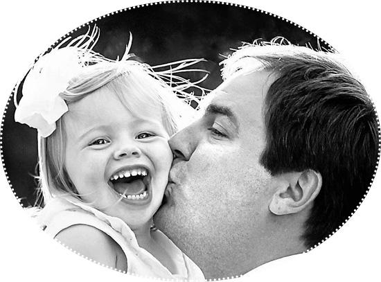 счастливая дочка с папой