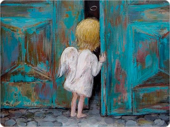 ангел заглядывает в дверь