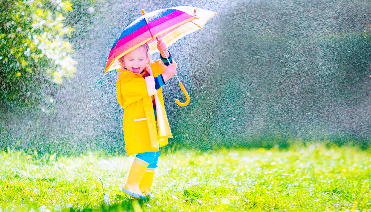 под дождем весело