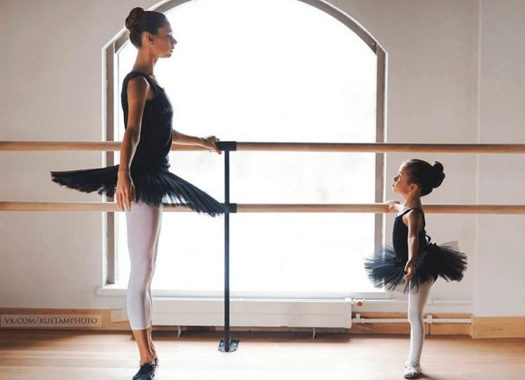 мама и дочь в балетных пачках