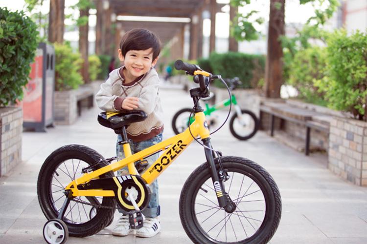 мальчик и велосипед