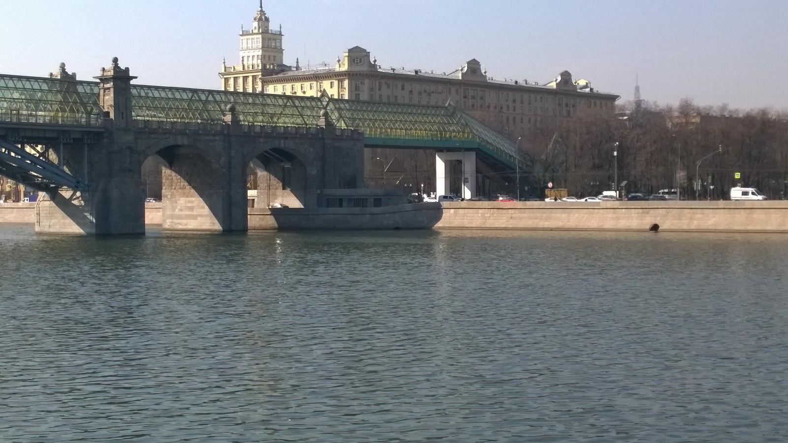 тень корабль мост