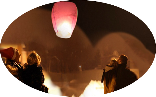 запуск китайского фонарика в небо зимой