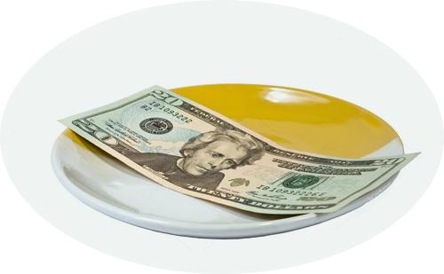 доллары на блюдце