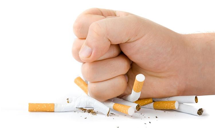 рука кулак сигареты