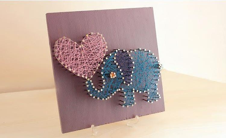 картина влюбленный слоник из ниток и гвоздей