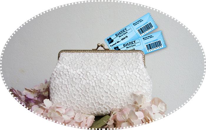 билет и сумочка
