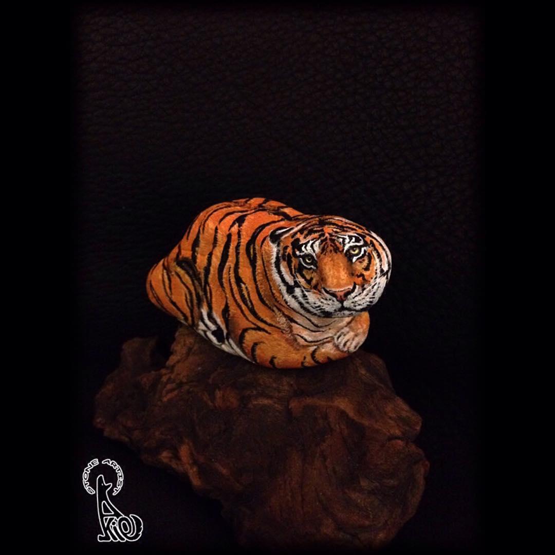 тигр рисунок на камне