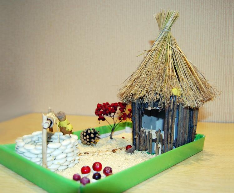 поделка домик из природных материалов. травка камни палочки