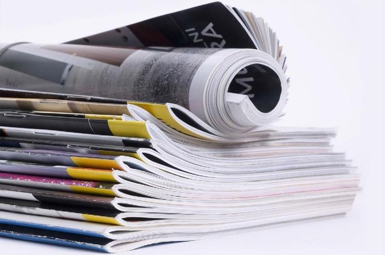 пачка глянцевых журналов