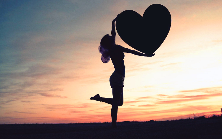 большое сердце в руках