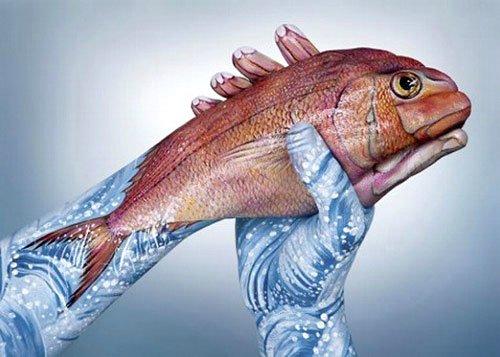 Изображение рыбы на руках