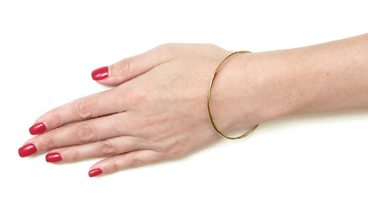 без застежки свободный браслет