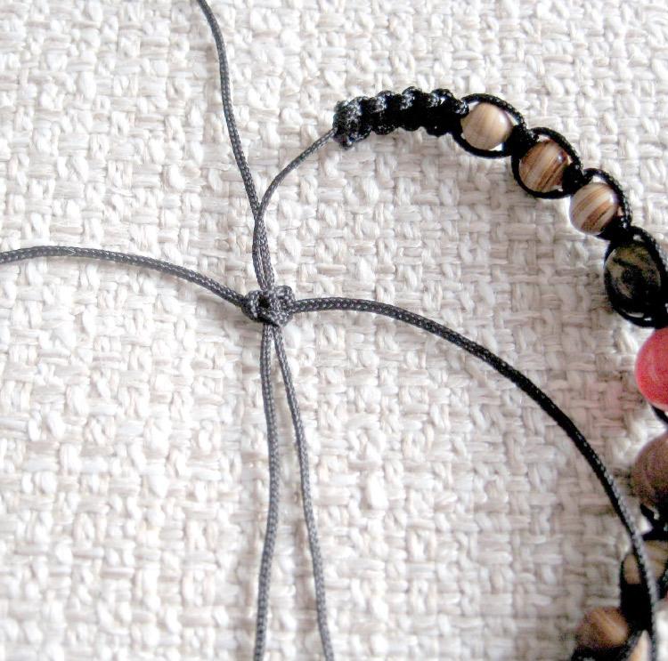 завязываем плоский узел